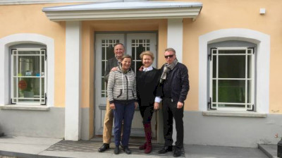 VON SCHUBERT FAMILY ON HISTORICAL VISIT TO VIHULA MANOR